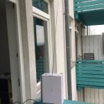 Die Diamond Teleskopantenne auf der Balkonbrüstung