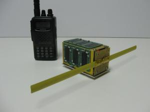 Eagle2 neben einem kleinen Handfunkgerät